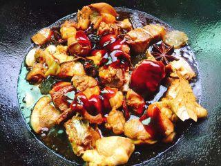 红烧鸭肉,蚝油,生抽还有一点点老抽,(老抽主要用于上色,所以只要一点点)