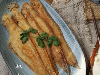 椒盐鳎米鱼,鳎米鱼刺极少,食光上侧鱼肉,挑去脊刺,不需翻身,继续品享。其味之精髓,口不能言也。
