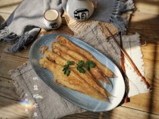 椒盐鳎米鱼,金黄酥脆的鳎米鱼出锅。