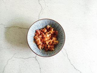 肉末蒸蛋,搅拌均匀腌制五分钟