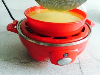 肉末蒸蛋,将蛋液过筛两遍