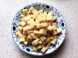 鲍鱼干贝XO酱炒牛肉黄粿,黄粿切成丁