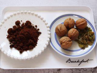 果仁红糖发面饼,现在准备馅料的食材。