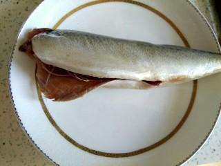 鲅鱼丸子汤,鲅鱼一条去头去内脏
