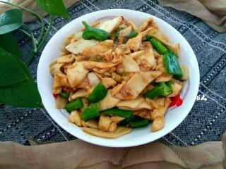 杏鲍菇青椒炒鸡肉,成品图