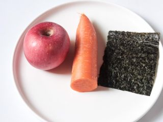 自拍照,准备:胡萝卜、苹果、海苔