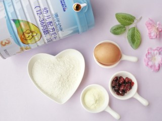 奶香蔓越莓米粉球,🍒准备材料🍒:鸡蛋1个,米粉150g,蔓越莓10g,澳优爱优奶粉2勺。