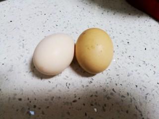 减肥小馒头,两个纯农村散养鸡蛋。