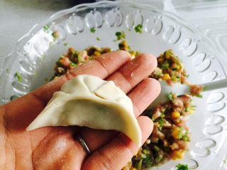 芹菜玉米猪肉馅饺子,包自己喜欢的样子