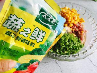 芹菜玉米猪肉馅饺子,加入适量的生之鲜提鲜