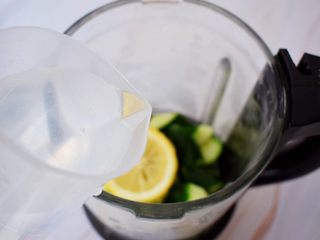 黄瓜汁,加入纯净水
