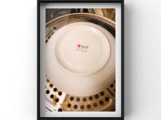 牛油果蒸牛肉红薯糕,上锅继续蒸35分钟,牛肉熟透即可,记得盖个盘子!