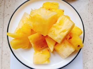 菠萝酱三角包,菠萝切块