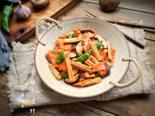 香菇烧腐竹——下饭菜带来的幸福感!,出锅装盘。