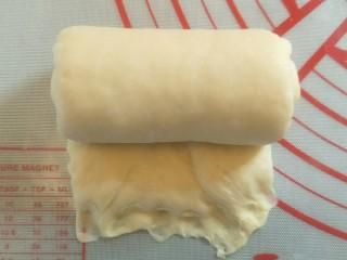 超软拉丝北海道土司(2个),卷起。地下按扁后。