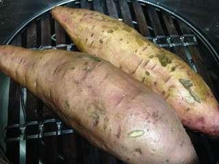 红薯糯米饼,红薯洗净放入高压锅,上气后10分钟蒸熟,也可以普通锅蒸熟,时间长点
