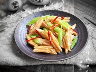 腐竹拌嫩芹,成品。
