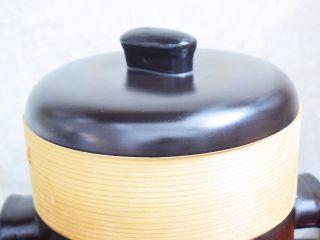 椰蓉芝麻糯米糍,放入烧开水的蒸锅中,大火蒸十二分钟