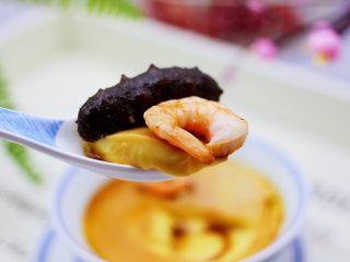 海参虾仁鸡蛋羹,海参鸡蛋羹嫩滑爽口,吃上一碗,满满都是幸福感。