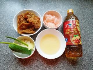 金牌虾仁面筋,准备好食材。