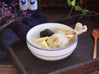 春笋海参煲鸡腿汤