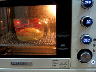 可爱滴迷你小面包~【土豆香葱餐包】,放烤箱中进行基础发酵,30度60分钟,发至两倍大