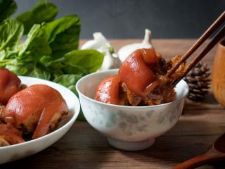 麦香红烧猪蹄,出锅,盛盘,开吃!