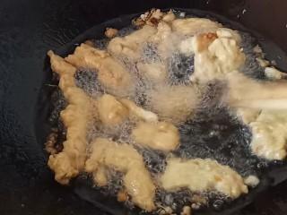 酸汤小酥肉,炸到表面金黄