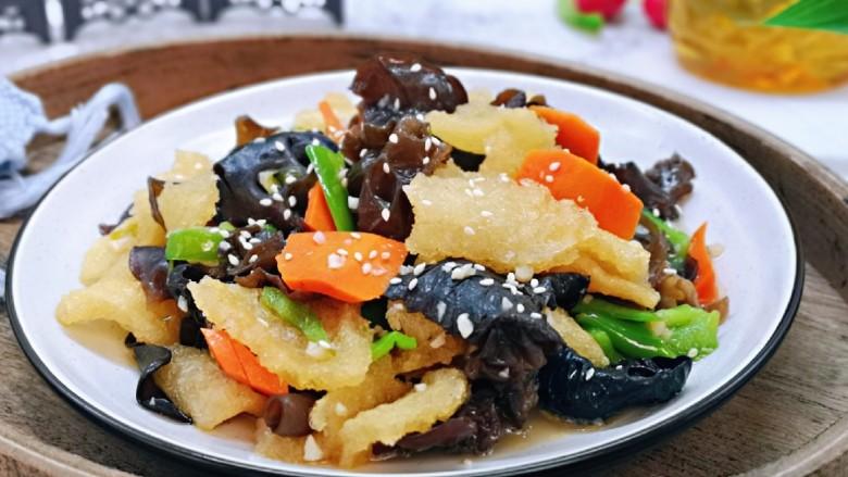 金牌肉皮炒木耳,近看,上海特色小炒。