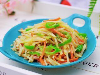 家常辣炒土豆丝,啦啦啦,好吃又下饭的辣炒土豆丝出锅咯。