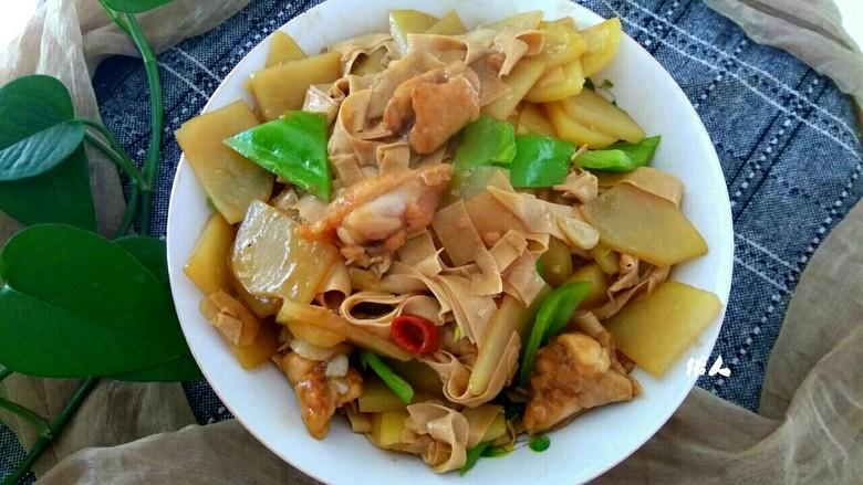 土豆片干豆腐烧鸡翅根