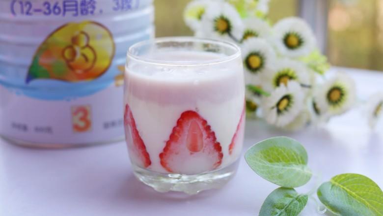 两分钟自制超nice的草莓奶昔,非常漂亮。