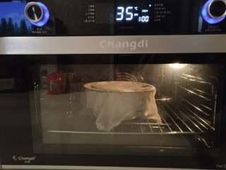 北极甜虾披萨,烤箱我用的发酵档,35度发了40分钟左右至面团两倍大