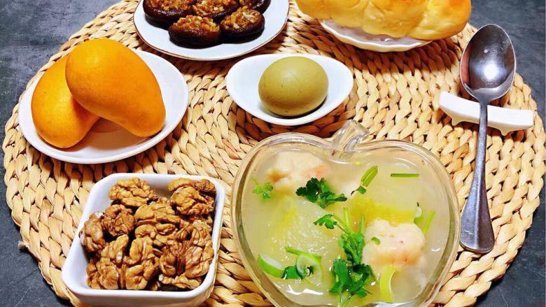 虾滑冬瓜针菇汤,丰盛的早餐是开启美好一天的动力