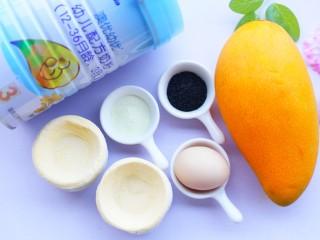 网红蛋挞皮芒果酥,🍒准备材料🍒:芒果1个,蛋挞皮10个,鸡蛋1个,黑芝麻适量,澳优爱优奶粉1勺。