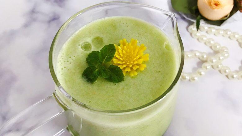 属于春天的果汁~羊角蜜香梨汁,再加以点缀装饰