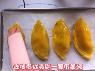 芒果酥,去掉蛋挞壳一层蛋黄液