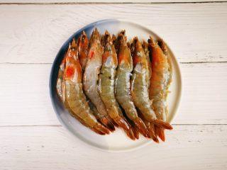 蒜蓉串串虾,剪去虾须和虾脚
