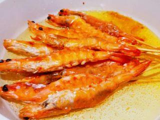 蒜蓉串串虾,直到虾完全熟