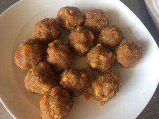 艾叶青团(咸蛋黄肉松馅),分成18g左右的小团子备用