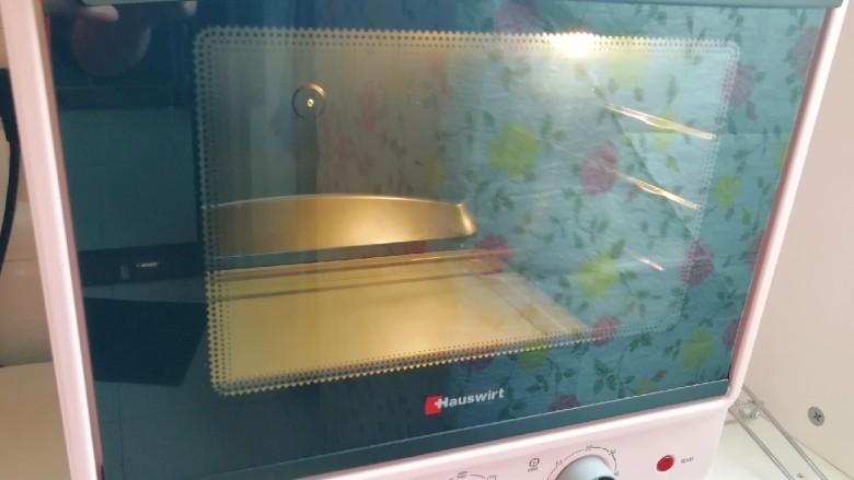 芝麻核桃酥,烤箱上下管170度预热。
