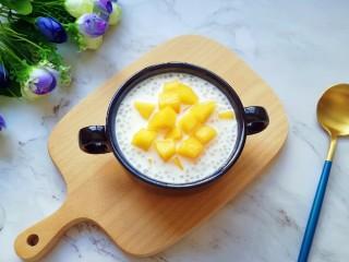 牛奶芒果西米露,小家伙们说甜甜的滑滑的,特别好吃。