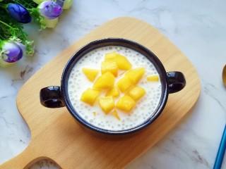 牛奶芒果西米露,近图。