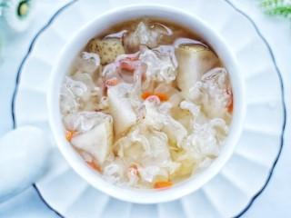 润肺止咳美容养颜的银耳雪梨汤,成品。