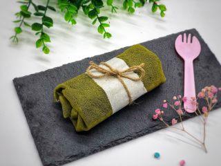 抹茶毛巾卷,中间包上油纸,系上绳子,送人棒棒哒。