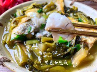 酸菜炖黄鱼,鲜美的酸菜炖黄鱼做好了,超级酸爽好吃。