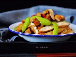 青椒炒豆干,真是简单快手又营养美味