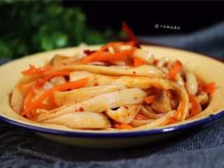 手撕杏鲍菇,看似简单的小菜没有想到拌好之后口感这么好