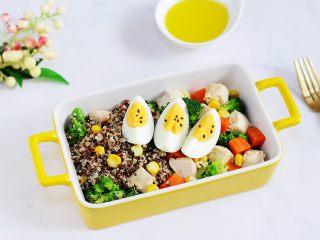 藜麦时蔬鸡胸肉沙拉,成品图。