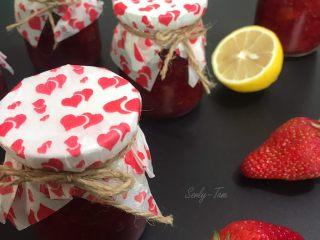 冰糖草莓酱,成品(我的布丁瓶没有盖子,用锡纸封口,再包一层油纸)
